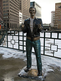 Bronze Fonz / La statue de Fonzie