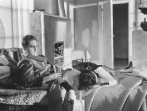 Annabella meurt sur le lit d'Hannay, une carte dans la main