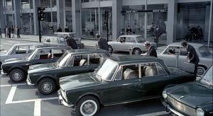 Des voitures identiques, des individus très ressemblants