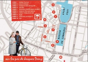 Extrait du parcours proposé à Cherbourg sur les lieux du tournage des Parapluies de Cherbourg (Copyright 2013, Cinémathèque française)