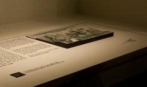 """Image de l'album """"32 Décembre"""" en relief et texte explicatif en braille"""