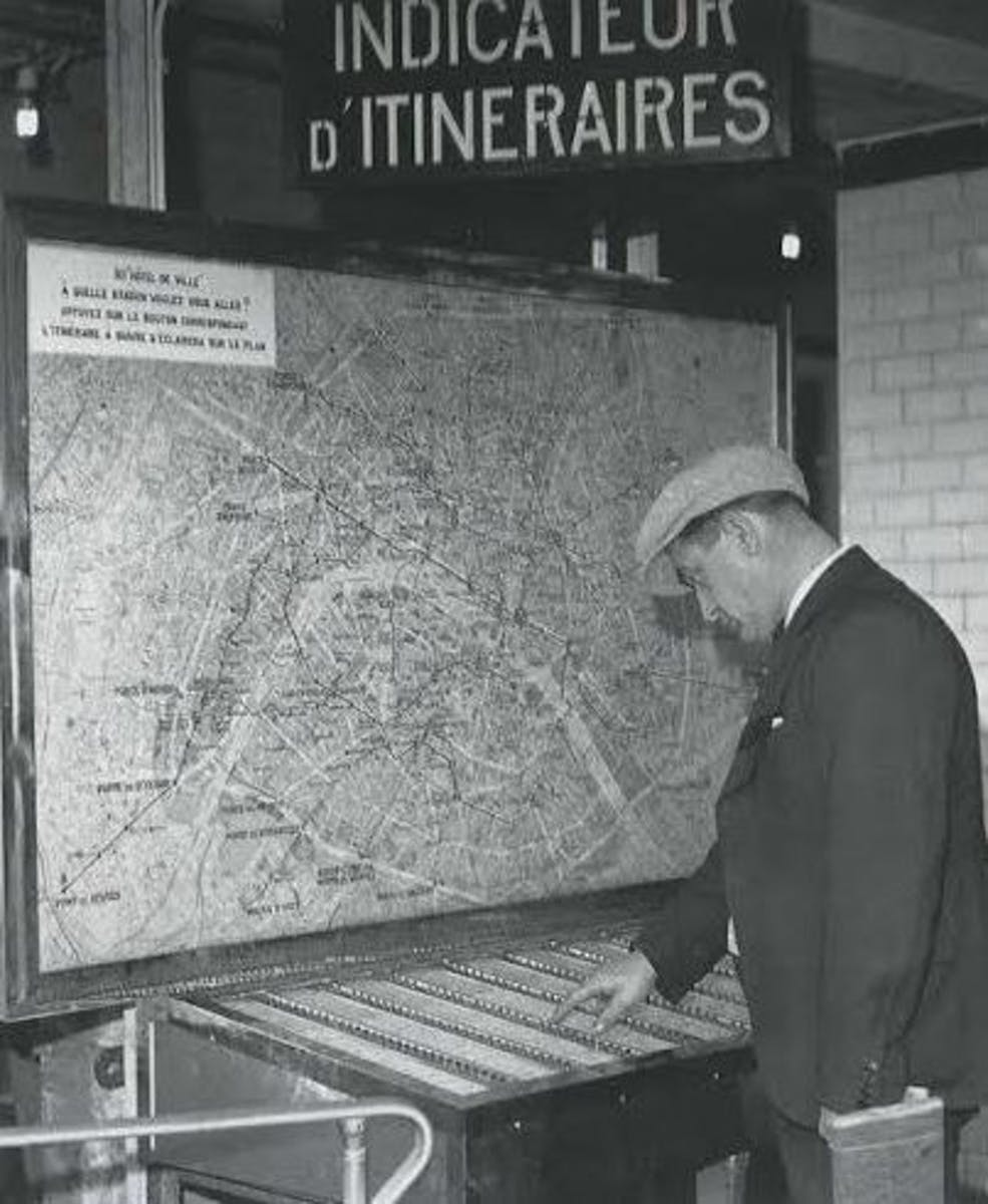 Patrick Modiano et la mémoire des panneaux indicateurs lumineux d'itinéraires de la RATP/ Patrick Modiano and the memory of RATP illuminated itineraries panels