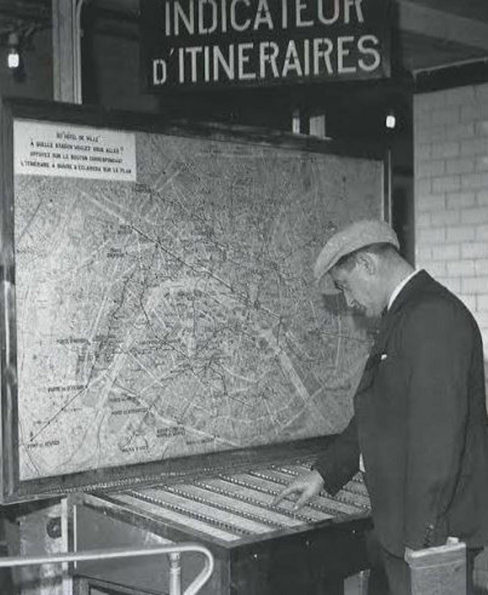 Patrick Modiano et la mémoire des panneaux indicateurs lumineux d'itinéraires de la RATP/ Patrick Modiano and the memory of RATP illuminated itineraries panels